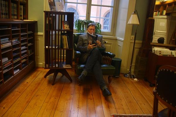 专访瑞典学院前常务秘书,文学奖评委会现任秘书恩格道尔:文学就像粉刺,无法控制生长